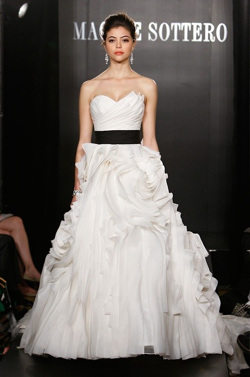 Hot wedding dresses trends in 2013 for Wedding dresses white and black